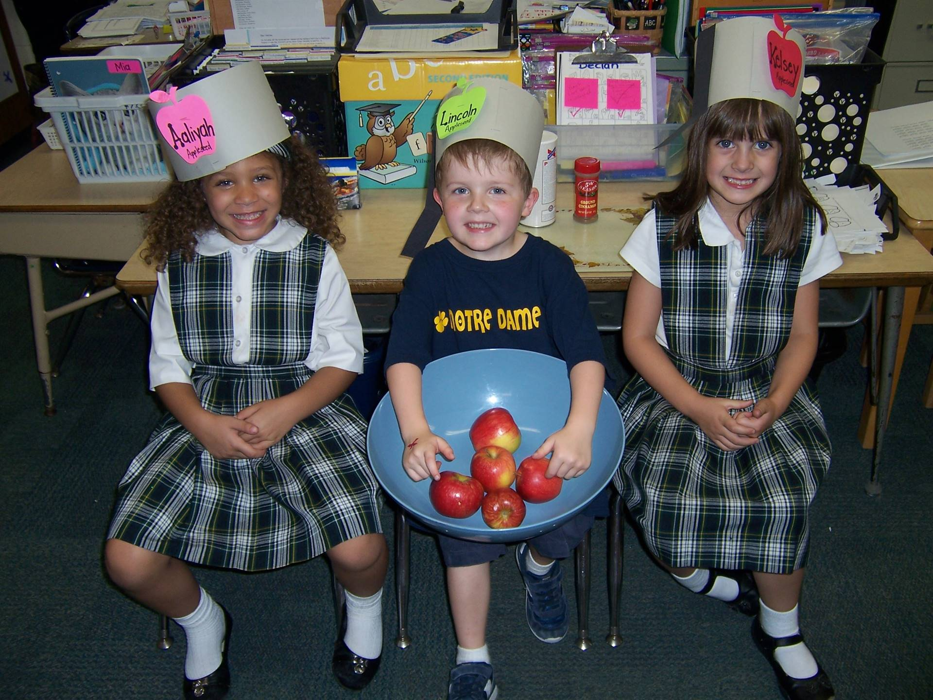 Kindergarten studies the history of Johnny Appleseed and makes applesauce.